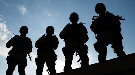 לוחמים מגויסים לתפקידי אבטחה - וגם לא לוחמים יכולים לעבוד כבודקים